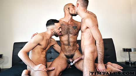 We got you another intense scene on this Black Friday! Louis Ricaute experiences a double penetration for the first time in his life! And guys, bear in mind that Louis's hole is the tightest of the porn industry.