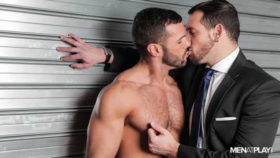 Burly builder Denis Vega is working on a job for site manager Enzo Rimenez. When Enzo visits the site to fo an inspection, there is an evident tension between the two men.